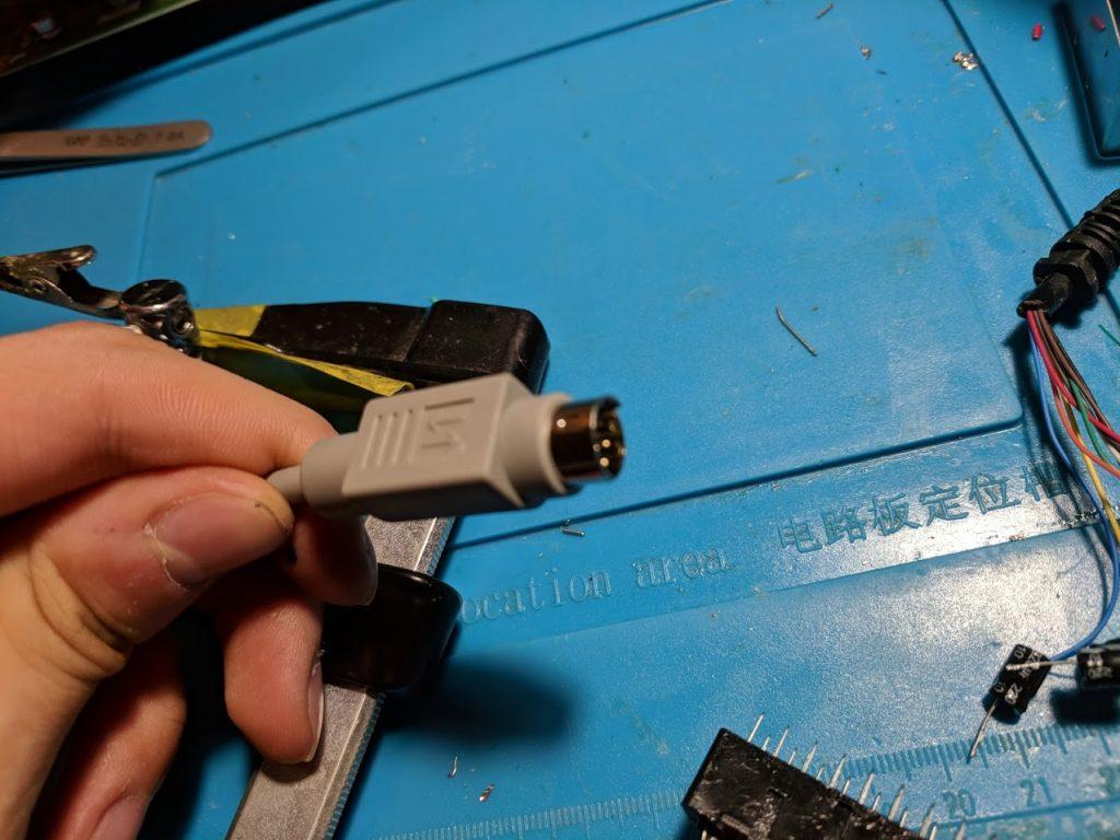 8-pin mini-DIN cable